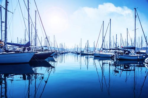 Comment reconnaître les différents types de bateaux à voile ?