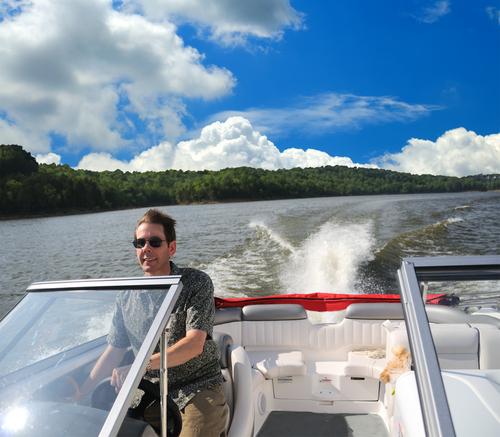 Comment conduire un bateau sans permis ?